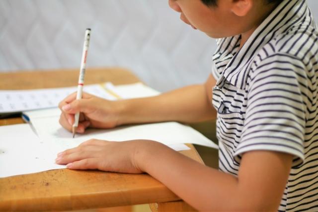 勉強熱心な子供
